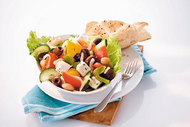 Ein feiner Salatteller mit griechischem Bauernsalat