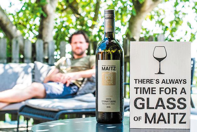 Wolfgang Maitz mit seinem Wein