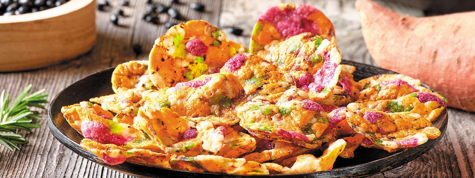 Vaya Süßkartoffelchips auf einem Teller angerichtet